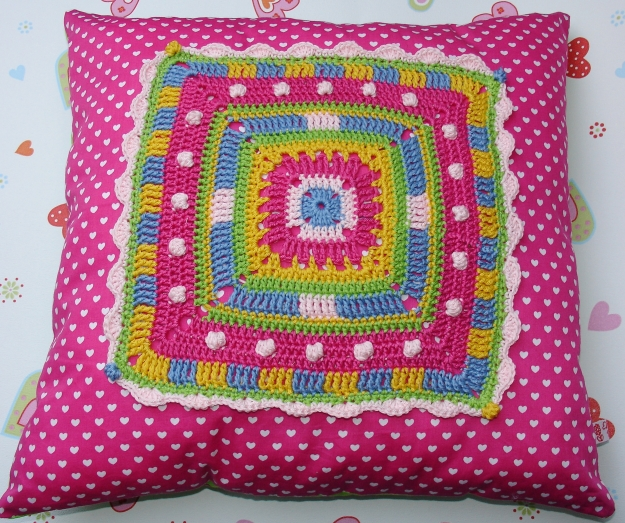 ... Big granny square pillow cushion ~ crochet and sewing pattern photo- tutorial
